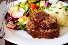 Honey Barbecue Meatloaf Recipe - The best, moistest, most crowd-pleasing meatloaf EVER - made with honey for sweetness and bbq sauce for smokiness. Tried, true, and kid friendly! Barbecue Meatloaf Recipes, Bbq Meatloaf, Good Meatloaf Recipe, Beef Recipes, Cooking Recipes, Parmesan Meatloaf, Recipies, Turkey Meatloaf, Gastronomia