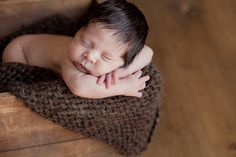 Tuesdays Tip: Newborn Posing Workflow Confessions of a Prop Junkie Jennie puffers recon Foto Newborn, Newborn Posing, Newborn Session, Newborn Photos, Newborn Photography Tips, Cute Photography, Newborn Photographer, Baby Gallery, Baby Poses