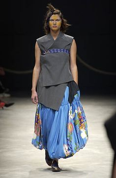 Yohji Yamamoto - Ready-to-Wear - Runway Collection - Women Spring / Summer 2002