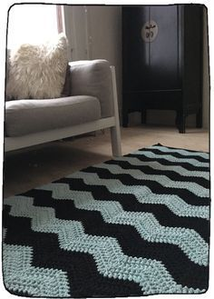 List of attractive matto virkattu ohje ideas and photos Diy Crochet Rug, Chevron Crochet, Crochet Carpet, Tunisian Crochet, Crochet Home, Shag Rug, Arts And Crafts, Victorian, Knitting