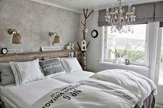 Un dormitorio con un aire natural
