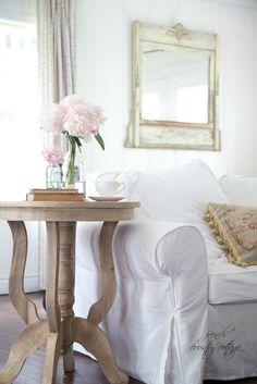 FRENCH COUNTRY COTTAGE: Weathered Table Love