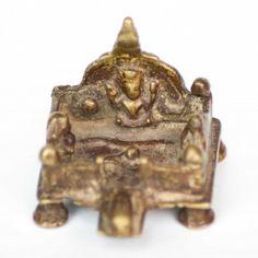 Autel miniature, datant du 18ème siècle, provenant d'Inde. Indian altar, 18th century from www.gmantiq.com  #altar #autel #inde #india #hindouisme #hindouism #ganesh #ganesha #divinity