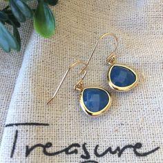 oorbellen Treasure Rookie goud blauw - new online - musthave - tabblad oorbellen - Treasure Rookie - verguld - stenen uit exotische landen - hangoorbellen