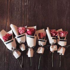 Flowers gift bouquet plants 36 ideas for 2019 Flower Bouquet Diy, Bouquet Wrap, Gift Bouquet, Paper Bouquet, How To Wrap Flowers, Beautiful Flowers, Flower Wrap, Dried Flowers, Paper Flowers