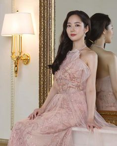 Park Min Young is an Elegant Beauty in Behind-the-Scenes shoot! Park Min Young, Korean Actresses, Korean Actors, Girl Actors, Girl Artist, Young Fashion, Kpop Outfits, Lee Min Ho, Beautiful Asian Girls