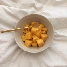 ideas for fruit aesthetic mango Cute Food, Good Food, Yummy Food, Healthy Snacks, Healthy Eating, Healthy Recipes, Food Porn, Think Food, Aesthetic Food