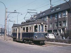 18 juni 1959 - De KW-laan te Voorburg toen daar nog de NZH-locaaldienst naar Voorburg (viaduct) - Scheveningen reed met de beroemde Blauwe Tram.