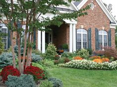 Tips on Garden Curb Appeal from Merrifield Garden Center in Northern Virginia (One of Our Favorite Resources!) via www.merrifieldgardencenter.com