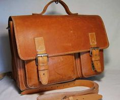 Traditional Old School Leather Satchel Bag | Bags and Wallets ...