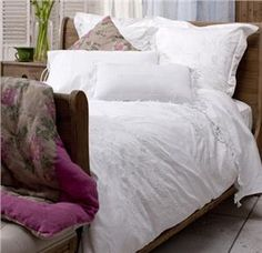 Embelli Embroidered Duvet Cover Queen White 210x210cm - WC0037