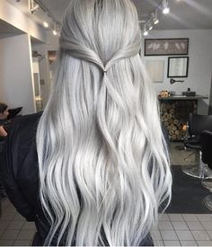 "hairstylesbeauty: ""Vanilla Twist Would you try this?  Hair by @josievilay ⠀ """