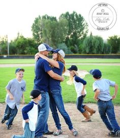 kristendukephotography.com 13 CREATIVE family picture ideas for your next family picture session!