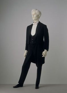 1885 Evening Suit with Dinner Jacket.(Victoria and Albert Museum)