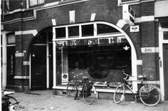 Gezicht op de onderkant van de voorgevel van winkelpand Brandstoffenhandel Gebr. Olij (Amsterdamsestraatweg 214) te Utrecht.1961 Utrecht, Van, Historia, Vans, Vans Outfit