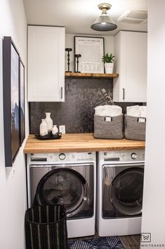 cheap room makeover Love this Small Laundry Room Makeover ! The modern black and white laundry room with wood accents looks so chic. White Laundry Rooms, Farmhouse Laundry Room, Laundry Closet, Garage Laundry, Laundry Drying, Diy Organisation, Room Organization, Organizing, Laundry Room Cabinets