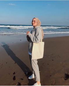 A scarf is central to the piece inside apparel of females with hijab. As it is the most essential adornment i Hijab Casual, Modest Fashion Hijab, Simple Hijab, Modern Hijab Fashion, Street Hijab Fashion, Hijab Fashion Inspiration, Hijab Chic, Muslim Fashion, Mode Inspiration