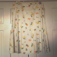 ⬇️ White Linen & Cotton Skirt with Citrus Print A lively summer print skirt perfect for a garden party! White skirt with polka dot and Citrus pattern and yellow detail along waistband. Pair with an orange or yellow top, denim jacket, and white sandals and you're ready to go! Liz Claiborne Skirts A-Line or Full