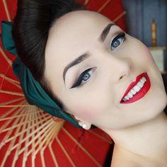 Best vintage makeup eyeliner pin up Ideas Pin Up Makeup, Red Lip Makeup, Hair Makeup, Eye Makeup, Crazy Makeup, Makeup Geek, Makeup Art, Makeup Hacks, 1940s Makeup
