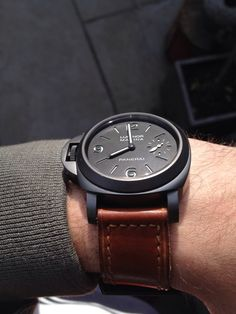 Left handed Panerai Luminor in black,