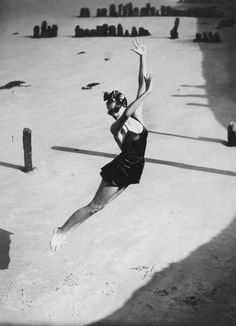 Pamela Minchin wearing a Fortnum & Mason swimsuit. Isle of Wight. Harper's Bazaar, 1939