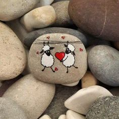 painting on pebble, drawing on natural stone, two sheep in love - Steine bemalen - Mandala Painting, Pebble Painting, Love Painting, Pebble Art, Pebble Stone, Rock Painting Ideas Easy, Rock Painting Designs, Stone Crafts, Rock Crafts