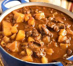 Goulash au thermomix , une délicieuse une soupe hongroise pour votre dîner ce soir. facile à préparer, voila la recette thermomix pour la goulash.