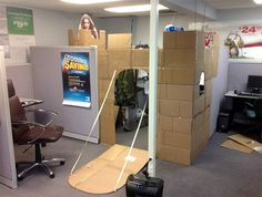 Obvious Winner - ow - Dude Converts His Office Cubicle into a Freakin CASTLE