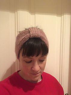Ravelry: Missy Headband / Frøkenpannebånd pattern by Strikkelisa Cute Headbands, Ravelry, Beanie, Pattern, Fashion, Tricot, Moda, Fashion Styles, Patterns