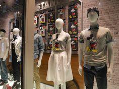 Tokyo, Uniqlo Ginza – Saisonstart Frühjahr / Sommer 2017 - visual mavis world Uniqlo, Retail Windows, Window Design, Visual Merchandising, Mickey Mouse, Tokyo, Van, Mavis, Spring Summer