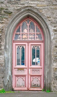pink door, beautiful windows and archway Cool Doors, The Doors, Unique Doors, Windows And Doors, Front Doors, Gothic Windows, Arched Doors, Grand Entrance, Entrance Doors