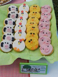 Sognando in cucina.......: 2 anni e una festa fattoria iaiaaaaoooooohhhh! Farm Animal Cupcakes, Farm Animal Party, Farm Animal Birthday, Barnyard Party, Farm Birthday, Farm Party, 2nd Birthday Party For Boys, Birthday Party Themes, Cupcakes For Boys