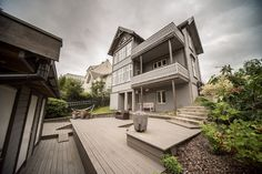 Apartment in Bergen, Norway. Our place is close to the city center, the student centre and the botanical garden. You'll love our place because of the short walking distance to the whole of sentral Bergen, the beautiful garden, and the character of such a well kept old house. ...