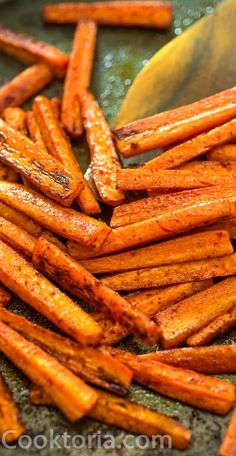These simple Baked Carrot Fries make a healthy and tasty alternative to potato fries. Colorful and soft, its impossible to stop eating them! Cooktoria for more deliciousness! Best Vegetable Recipes, Most Pinned Recipes, Carrot Fries, Baked Carrots, Tasty, Yummy Food, Carrot Recipes, Roasted Vegetables, Veggies
