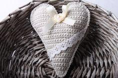 Návod na háčkované vintage srdíčko 64 Crochet For Kids, Floor Pillows, Deco, Christmas Ornaments, Christmas Jewelry, Decor, Christmas Ornament, Deko, Decorating