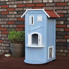 Give your cat a secure and relaxed environment that can be used both indoors and out. The solid pine construction and use of the finest materials means this shelter will endure years of use with very little maintenance.