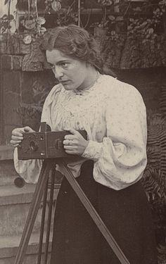 Woman with Camera in an English Garden - Antique Cameras, Old Cameras, Vintage Cameras, History Of Photography, Film Photography, Pregnancy Photography, Landscape Photography, Fashion Photography, Wedding Photography