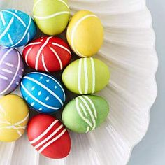 cute Easter eggs...made with rubber bands!