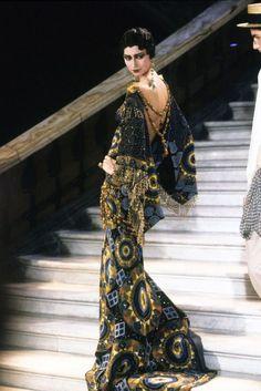 Christian Dior by John Galliano Haute Couture Spring 1998 Dior Haute Couture, Christian Dior Couture, Style Couture, Christian Siriano, Christian Dior Gowns, John Galliano, Runway Fashion, High Fashion, Fashion Show