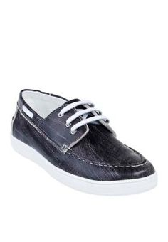 Slip into this boat shoes for school. Embrace the vintage with the scratch marks all over the shoes. Pair this with faded jeans and a graphic tee and look cool while waiting for dismissal.  | facebook.com/ZaloraSingapore  #mens #fashion #shoes