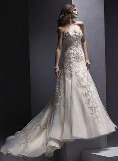 """Sottero&Midgley ZARIAH - Vráťte sa do romantiky v týchto noblesných luxusných """"haute couture"""" svadobných šatách v """"A"""" línii s bohatým krajkovým zdobením a nádherným strieborným vyšívaním na bielom tyle a organze."""