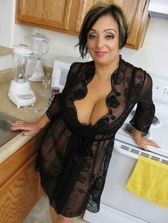 avellino single mature ladies Meet thousands of single mature women in vibo valentia with mingle2's free personal ads and chat rooms meet mature women in avellino.