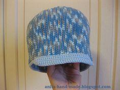 Cotton hats for children, also good for babies, in 100% cotton.  Cappellino da bimbo in 100% cotone, morbido, ideale per la mezza stagione.