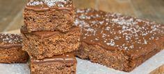 Paleo Tahini-Fudge Brownies — Deeply rich Paleo chocolate brownies topped with a savory, tahini drizzle. Fudge Brownies, Brownies Caramel, Cheesecake Brownie, Brownie Recipes, Bean Brownies, Chocolate Slice, Cooking Chocolate, Gluten Free Chocolate, Chocolate Brownies