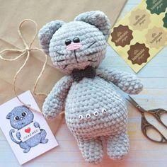 PDF Шкодливый кот. FREE amigurumi crochet pattern. Бесплатный мастер-класс, схема и описание для вязания игрушки амигуруми крючком. Вяжем игрушки своими руками! Кот, котик, кошка, кошечка, котенок, cat, kitten, kater, gato. #амигуруми #amigurumi #amigurumidoll #amigurumipattern #freepattern #freecrochetpatterns #crochetpattern #crochetdoll #crochettutorial #patternsforcrochet #вязание #вязаниекрючком #handmadedoll #рукоделие #ручнаяработа #pattern #tutorial #häkeln #amigurumis Crochet Crafts, Crochet Dolls, Crochet Projects, Free Crochet, Amigurumi Toys, Amigurumi Patterns, Knitting Patterns, Crochet Patterns, Crochet Animals