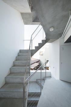 Gallery of Kitasenzoku Apartment / Tomoyuki Kurokawa Architects - 2