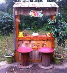 Pallet Project - Tiki Bar Made From Pallets