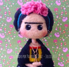 Résultats de recherche d'images pour « needle felt frida kahlo how to Felt Fairy, Felt Dolls, Felt Animals, Doll Face, Felt Crafts, Needle Felting, Wool Felt, Biscuit, Creations