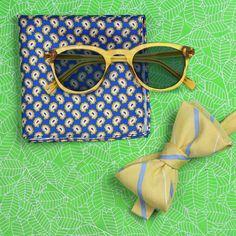 Gelb und Blau Fliege und Sonnenbrille