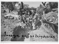 Spain - 1937. - GC - Milicianos celebrando el 1° de mayo de 1937. en las trincheras de la Casa de Campo, Madrid.